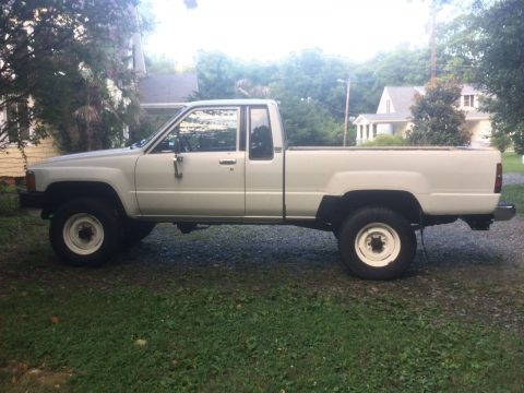 Straight Axle 1985 Toyota Hilux Pickup Truck 4×4 for sale