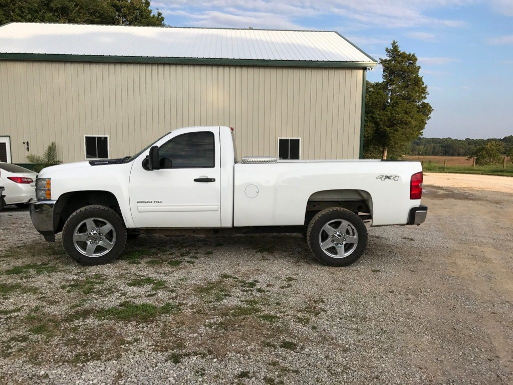 sharp 2011 Chevrolet Silverado LT pickup