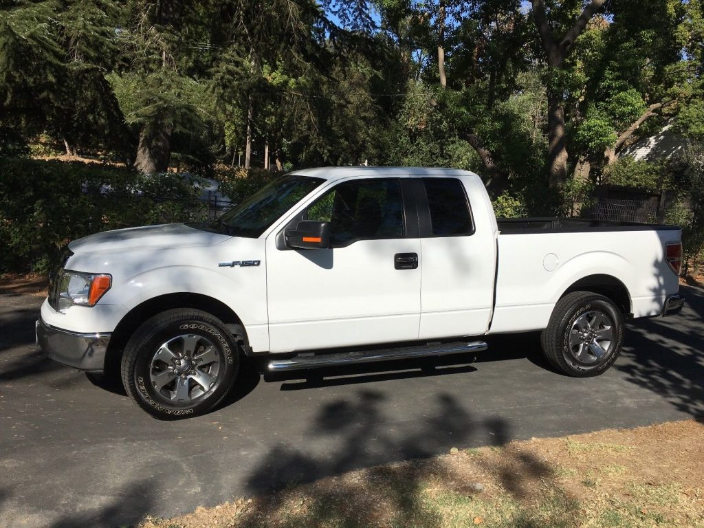 well equipped 2011 Ford F 150 XLT pickup