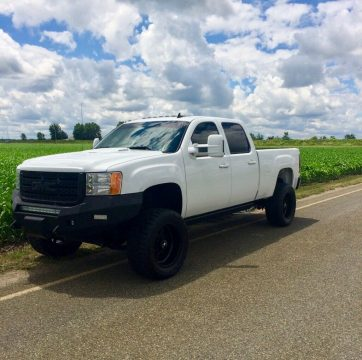 fully loaded 2011 GMC Sierra 2500 Denali 4×4 pickup for sale